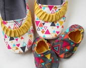 Mom and Baby Slipper Set - Molipop Slippers in White and Grey Geometric Print