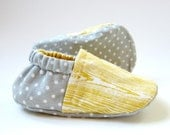 Reversible Baby Booties in Vintage Yellow Woodgrain and Grey and White Polka Dots - Sizes 1-4