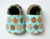 NEW - Reversible Baby Booties with Acorns in Teal, Brown and Orange - Sizes 1-4