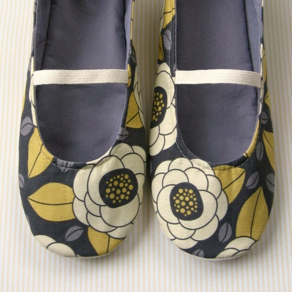Women's Slippers - Mary-Jane House Slippers in Vintage Yellow and Grey Floral