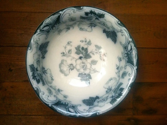 Vintage Victorian Wash Bowl / Blue and White Basin / English Shop