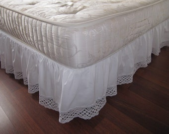 Twin XL Queen King Dust ruffle Bedskirt solid White pink cotton bobbin lace trimmed-shabby chic college dorm girls room bedding Nurdanceyiz