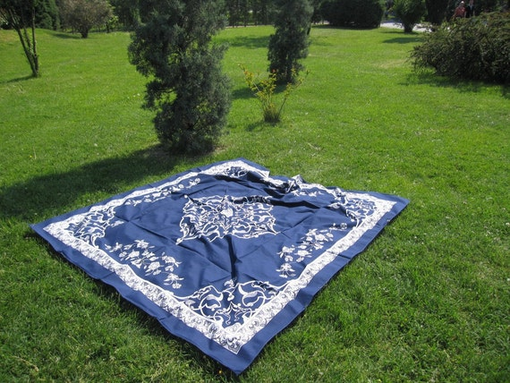 Ultramarine blue square Tablecloth daisy floral tile print Ottoman Picnic Park Beach Yard Camp Yoga cloth Turkish traditional Hand woven
