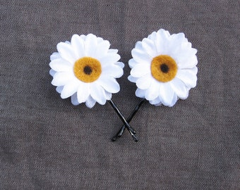 Daisy Bobby Pins - White Daisy Hair Flowers. Daisy Hair Pins, Daisy Pins, Bridesmaids Gifts, Daisy accessories, EDC, Daisy Chain, Daisies,