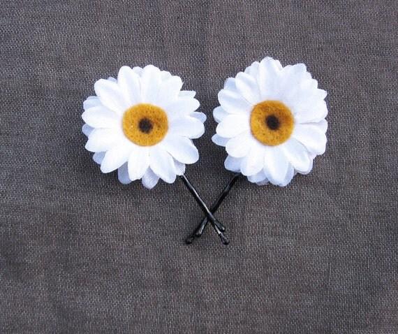 Daisy Bobby Pins - White Daisy Hair Flowers. Daisy Hair Pins, Daisy Pins, Bridesmaids Gifts, Daisy accessories, EDC, Daisy Chain, Daisies,
