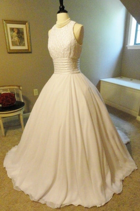 Vintage 1960s White Lace and Chiffon Wedding Dress by Demetrios