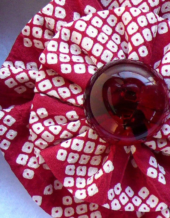 Kimono Silk Brooch Red Heart Button