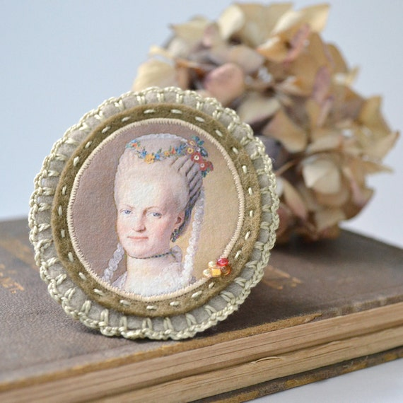 cameo brooch - cameo portrait brooch felt - brooch with lady portrait - cameo style - camel and light brown grey - neutral colors