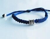 Adjustable friendship bracelet with flower patterned bead