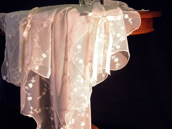 Tablecloth with embroidered tulle and chiffon: 90213 2136-01