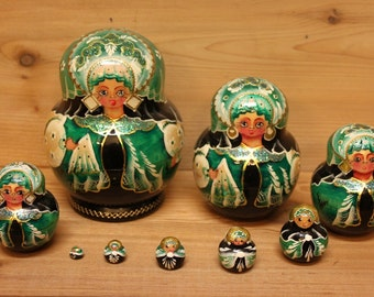 Babushka Nesting Dolls Matryoshka Dolls Green and black set of 9
