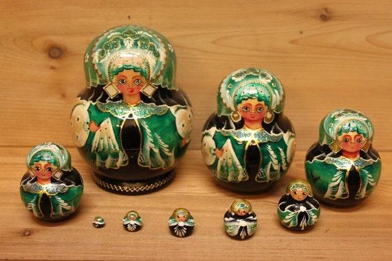 Babushka Nesting Dolls Matryoshka Dolls Green and black set of 9