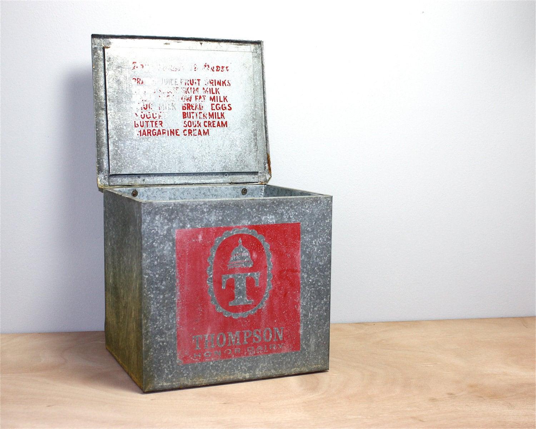 vintage milk box by thompson honor dairy. Black Bedroom Furniture Sets. Home Design Ideas