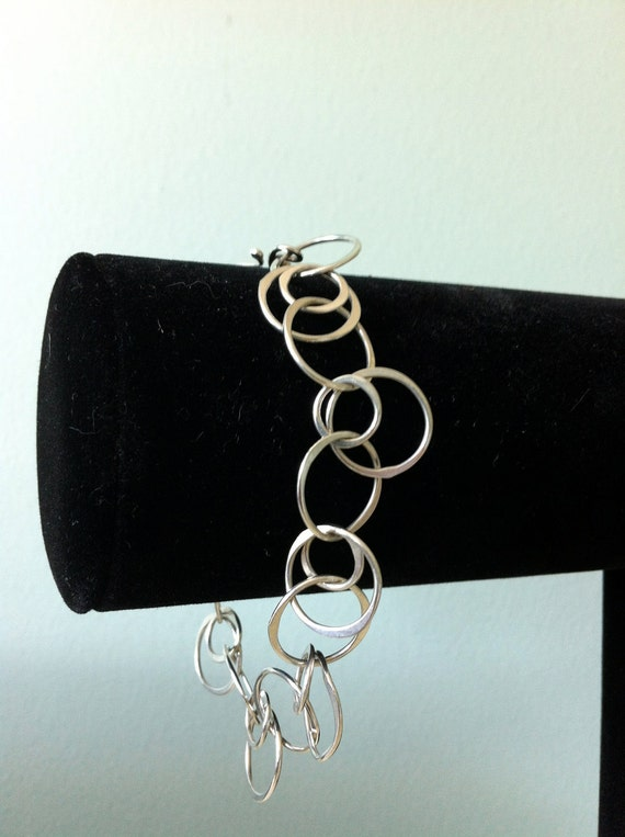 Sterling Silver Circle Chain Bracelet. Hammered.  The Bleu Giraffe on Etsy.  Great Gift.