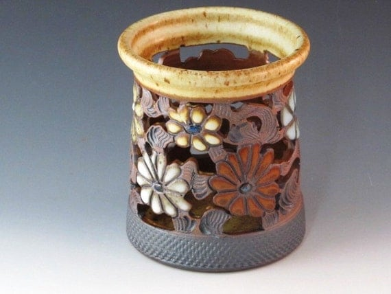 Vase/Luminaire With Flowers And Swirl Design