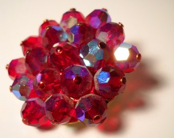 ruby red aurora borealis crystal pin brooch excellent condition