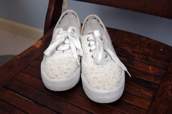 Vintage White Eyelet Lace Sneakers - Size 8.5M US, 39 European