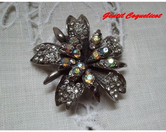 Retro vintage brooch, with lovely rhinestones