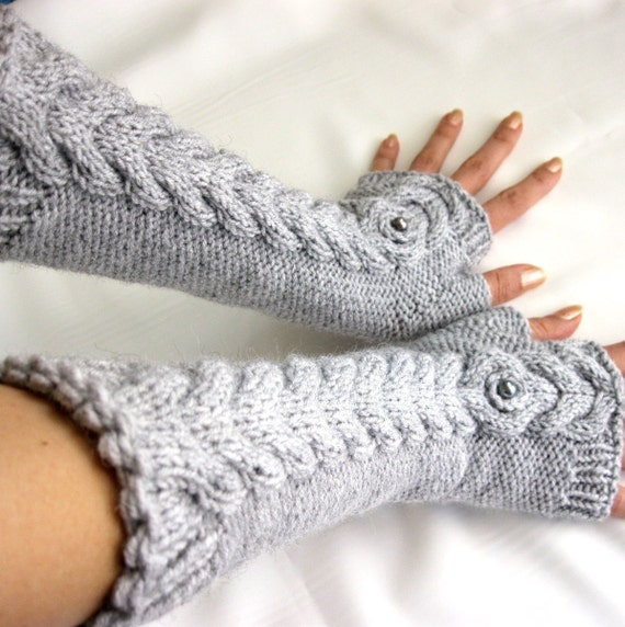GRAY LONG Fingerless Gloves with a cable pattern