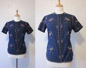 SALE 35% OFF//vintage 1950s navy blue oriental flower floral top