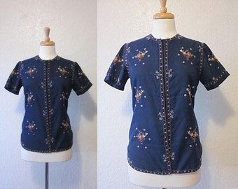 SALE 35% OFF//vintage 1950s navy blue oriental flower floral top