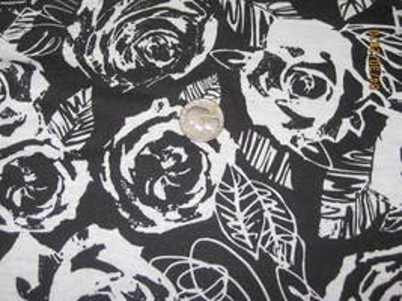 Beautiful & Dramatic Black and White Roses Knit fabric
