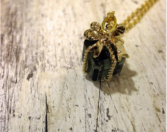 A Tiny Present Necklace in Dark Blue