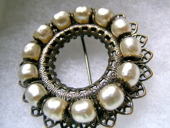 Vintage Antique Gold tone  Miriam Haskell Pearl brooch   VJSE