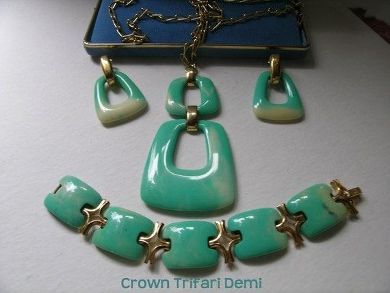 Hold for K Crown Trifari demi jade green lucite     VJSE