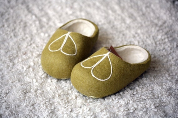 Green felt slippers with white decors, handmade wool slippers