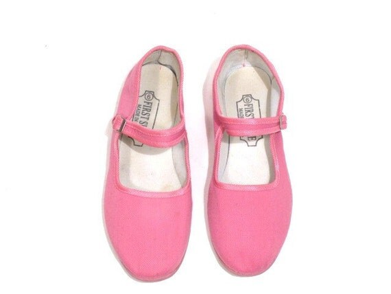 Comfy Pink Cloth Mary Janes. 90s Vintage. Size 9.