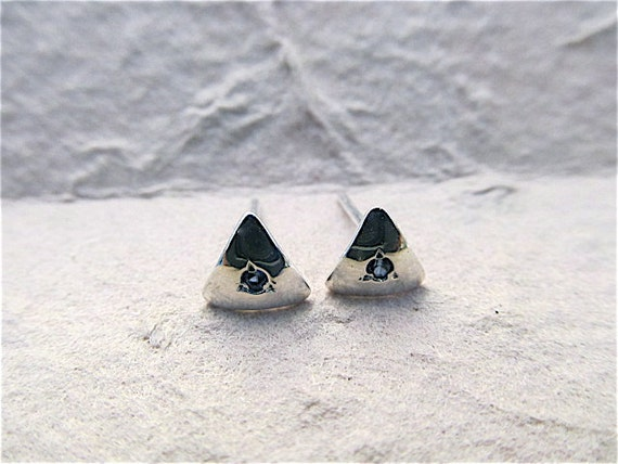 Silver triangle earrings with sapphires