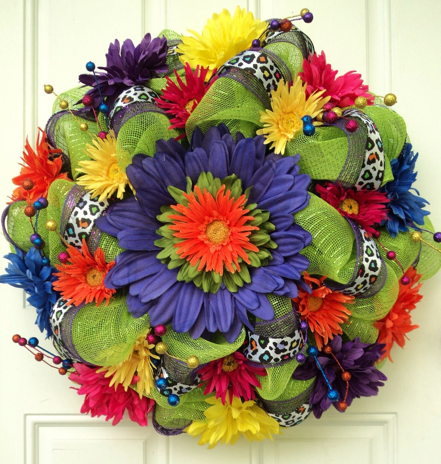 Summer deco mesh wreath lime green with colorful daisies for Colorful summer wreaths