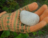 Marina's Gloves, hand knitted Peruvian wool