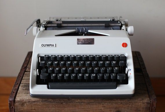 Vintage 1970's De Luxe Olympia SM 9 Black and White Mad Men Style Manual Typewriter