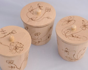 Wooden Trinket Box Shabby chic jewellery / jewelry box engraved with pyrography with botanical flowers