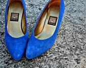 Vintage ROYAL BLUE Leather NINA Clear Heeled Fancy Pumps....size 8.....mod. blue. leather. nina. glass slipper. princess. party.