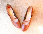 60s Vintage BROWN SELBY Heels....size 8 1/2.....women. shoes. heels. pumps. selby. straps. closed toed. retro. mod. classic