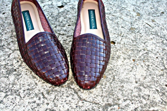 80s Brown NATURALIZER Loafer LEATHER Flats....size 7 1/2.....mod. designer. classic. loafers. flats. leather. brown. boho