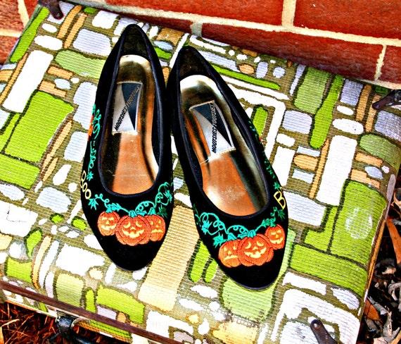 SALE// 1980s HALLOWEEN Mootsies Tootsies Black Holiday Flats...size 6.....holiday. party. festive. mod. 80s accessories. retro. pumpkin.