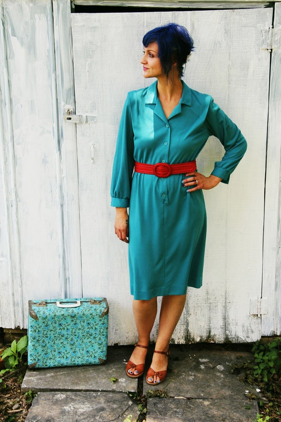 10 DOLLARS//// 80s Vintage TEAL Blue Shift Dress...medium....rocker. blue. teal. 80s dress. mod