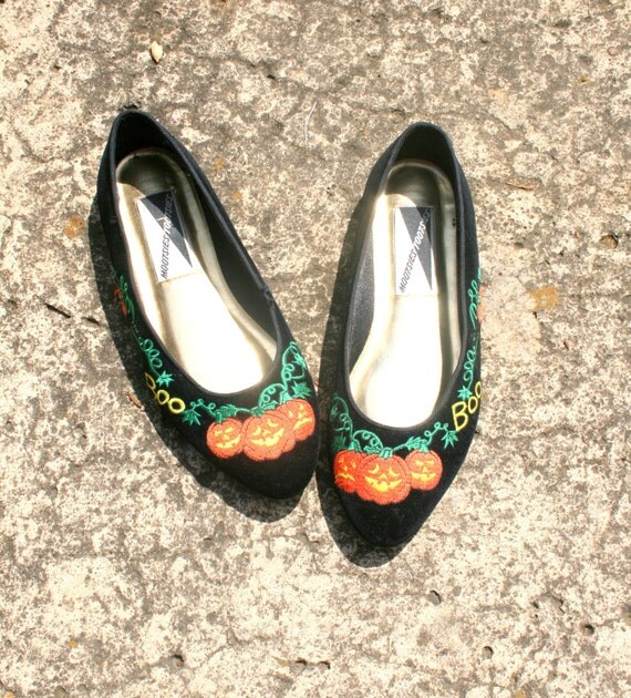 RESERVED/// 80s Pumpkin MOOTSIES TOOTSIES Flats.....size 7 1/2...holiday. black. 80s flats. shoes. halloween. october. pumpkin. boo.