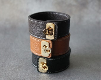 Gancini Brass Ornament Soft Leather Bracelet(BLACK)