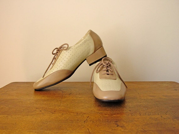 Etheline Tenenbaum Perforated Comfort Saddle Shoes Comfort Golf in Ivory and Taupe sz 7