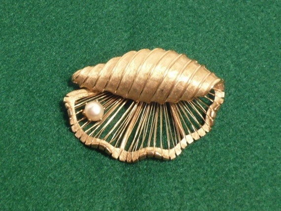 Vintage Brooks Gold tone Shell & Pearl Pin Brooch