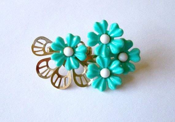 Clearance... Vintage 1960's Green Aqua Acrylic Flower Power Hippie Brooch Pin