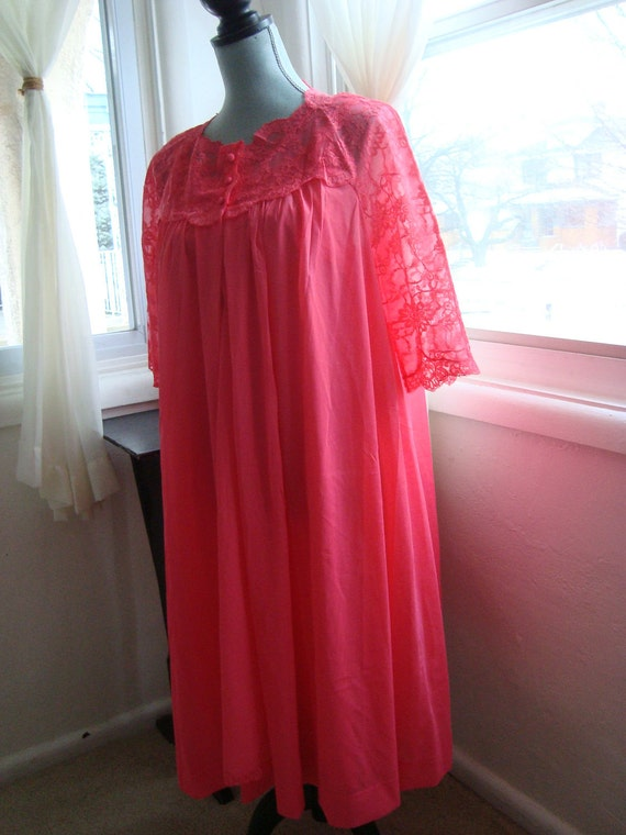 Gorgeous Lacey  Peignoir Set in Bright Poppy, Size Large