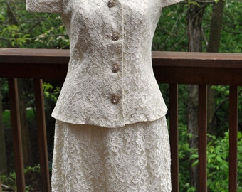 Vintage Lace Suit. Woman's white top and skirt. Formal white suit. wedding outfit. Size 10.