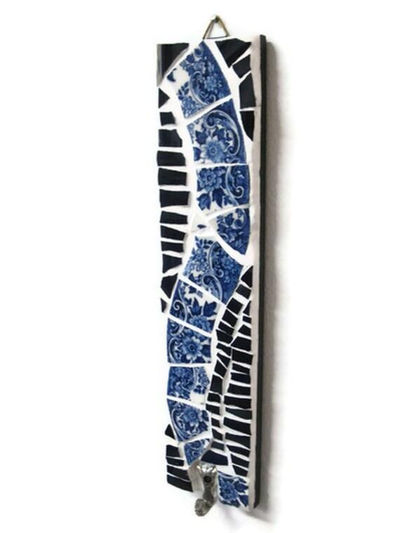 Key holder Blue White Mosaic Wall Hanging Hook Broken china Swirl Decorative  Bird metal hook