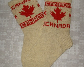 Hand knitted natural wool socks for Canadians. Size: EU 44 - 44,5, US 10,5 - 11